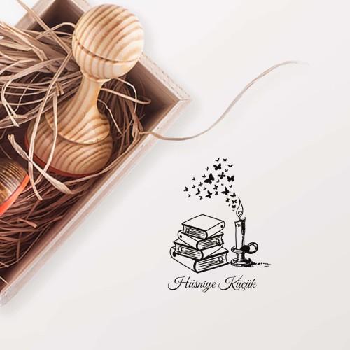 - Mum Işığında Kitap Okumak Mührü 4 (KM-0270)